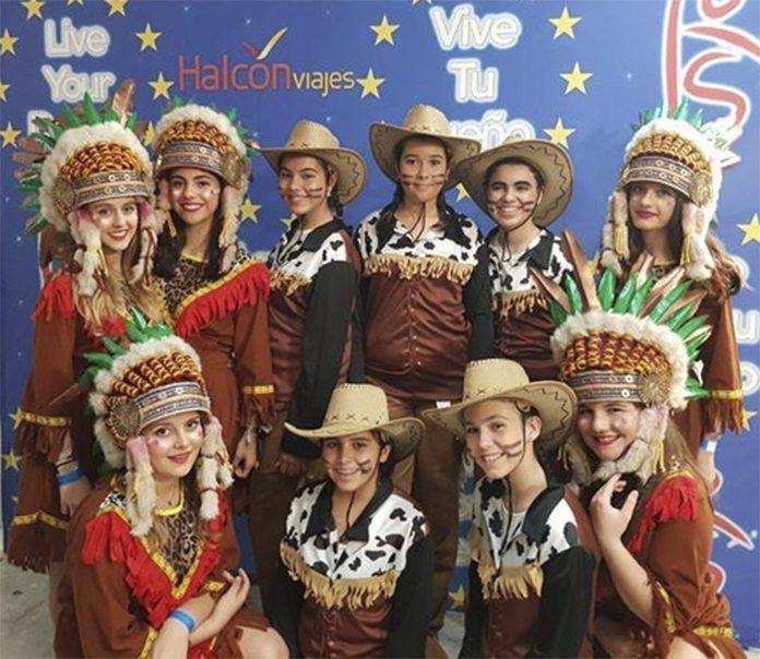 Miembros de la Escuela de Baile Jesús y Sandra en la final nacional del concurso