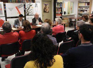 Francisco Rangel matizó sobre la obra y vida del poeta Miguel Hernández en la Casa de la Cultura de Puebla de la Calzada (foto Teodoro Gracia)