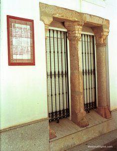Restos de la casa granero de los Condes en Montijo incorporados en un edificio actual