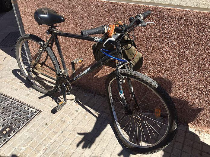 Estado en el que ha quedado la bicicleta del ciclista atroopellado en Montijo