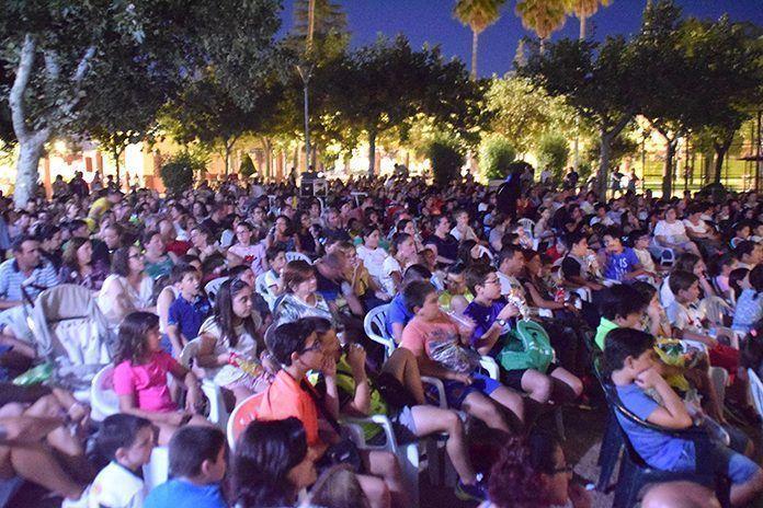 Más de 4.000 butacas acompañaron en julio el cine de verano en Puebla de la Calzada