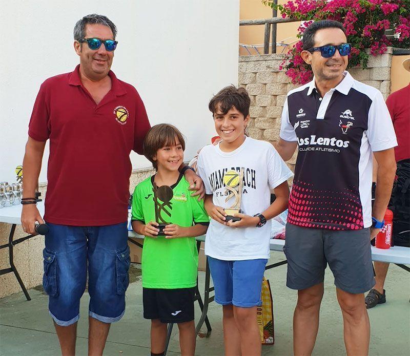 Campeones en la categoría sub-14 del torneo.
