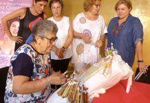 Exhibición de Bolillos del taller de la Asociación de Mujeres Progresistas Elvira Quintana de Montijo