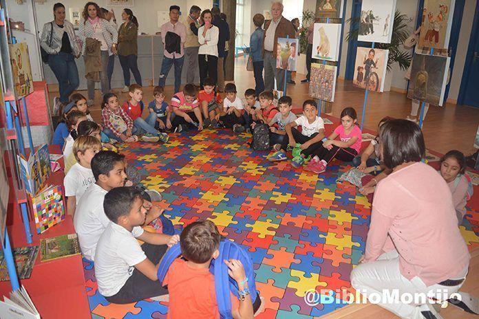 Inaugurada la exposición Ver, oír y... ¡hablar! en la biblioteca de Montijo