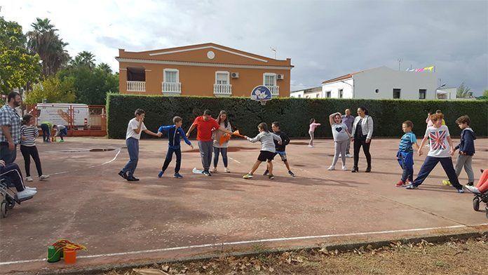 Proyecto Patios Inclusivos del colegio de Educación Especial Ponce de León, de Plena incusión Montijo, junto con el CEIP Virgen de Barbaño