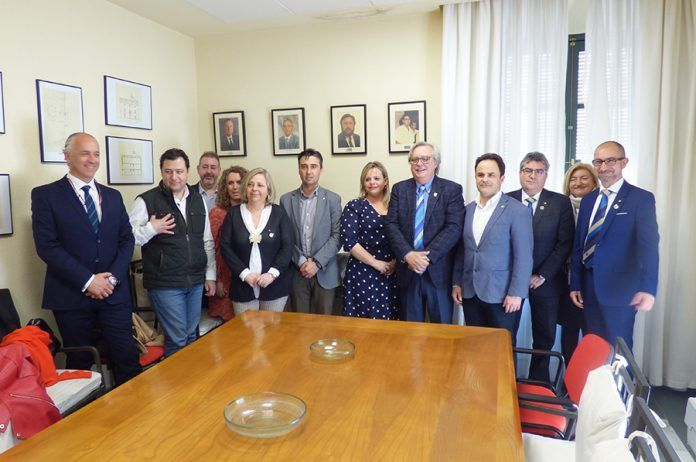 Miembros del Club Rotary en la reunión con los alcaldes de Montijo y Puebla de la Calzada.