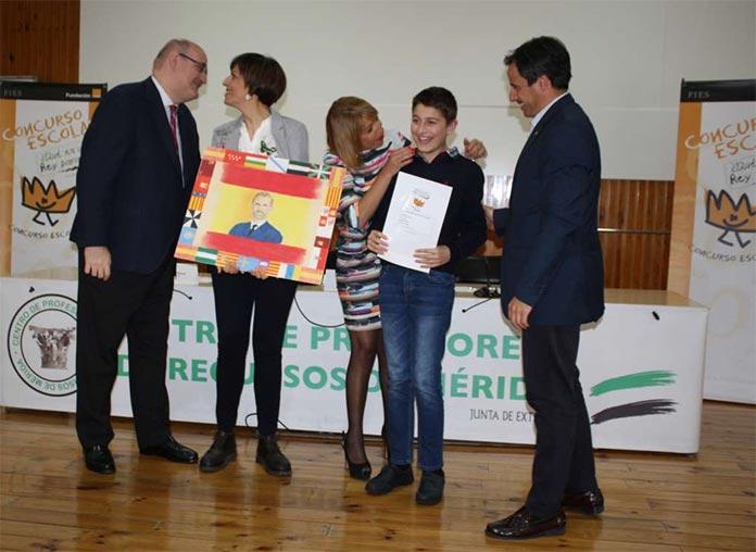 José Gómez Soltero, de Montijo, ganador regional del concurso escolar ¿Qué es un rey para ti? (foto: Junta de Extremadura)