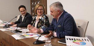 Manuel Gómez, Rosario Moreno y Francisco Moyano durante la presentación de Feycom 2019 (foto Diputación de Badajoz)
