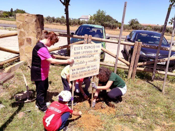 Adenex-recoge-mas-de-100-kilos-de-basura-en-el-paraje-de-San-Isidro-de-Calamonte-2