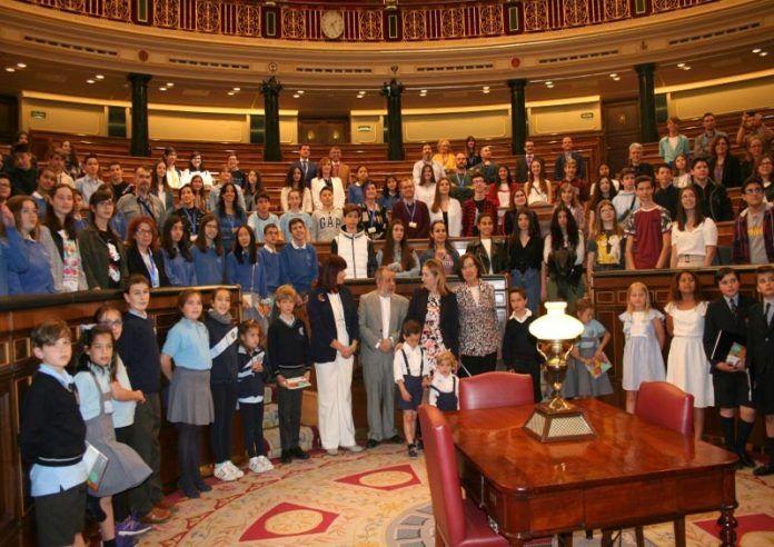 Alba-Fernandez-del-CEE-ponce-de-Leon-de-Montijo-premio-XVI-concurso-de-dibujo-escolar-sobre-derechos-humanos-del-Defensor-del-Pueblo