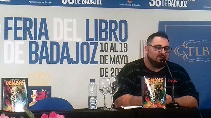 DEMONS Pedro José Tena en la Feria del Libro de Badajoz
