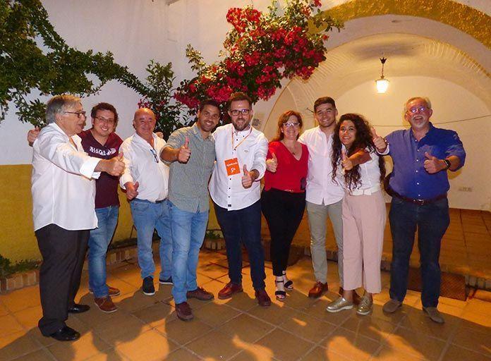 Eusebio Álvarez, junto a miembros de Ciudadanos Montijo, celebran los resultados de las Elecciones Municipales 2019 de Montijo en la noche electoral