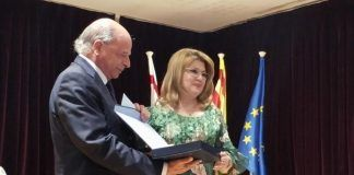 Francisca-Quintana-recibe-el-segundo-premio-del-XXXVIII-Certamen-de-Poesia-Federico-Garcia-Lorca