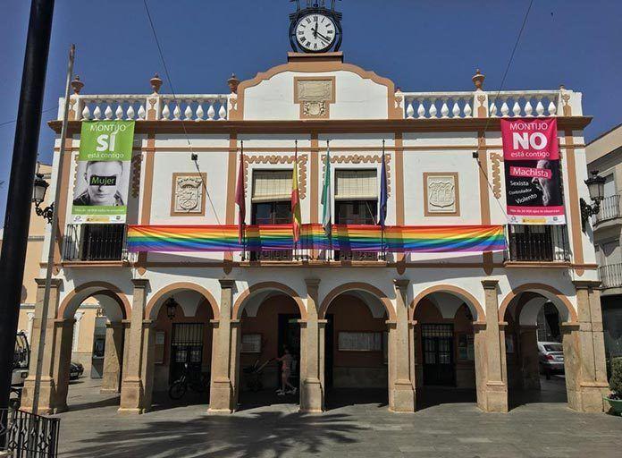 fachada-ayuntamiento-montijo-bandera-LGTBI