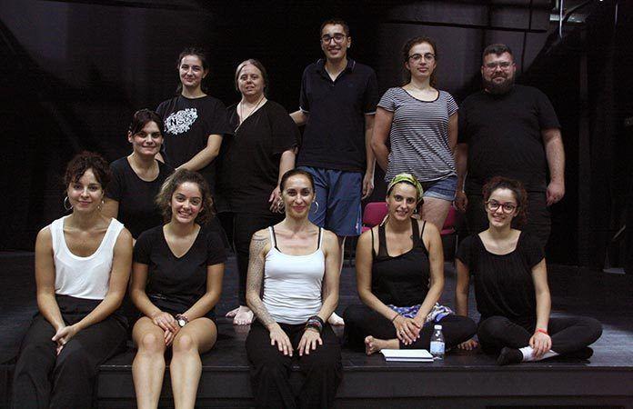 La bailarina y coreógrafa Cristina Rosa imparte un taller de danza en Puebla de la Calzada (Foto: Teodoro Gracia)