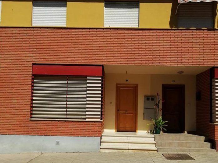 La Junta de Extremadura entrega tres viviendas sociales en Montijo.