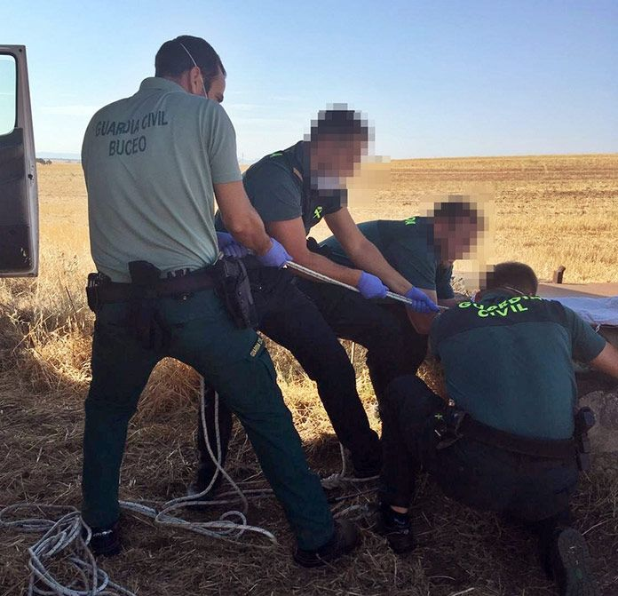 Investigados dos vecinos de Talavera la Real y La Albuera por maltratar, matar y arrojar a un pozo a cuatro galgos