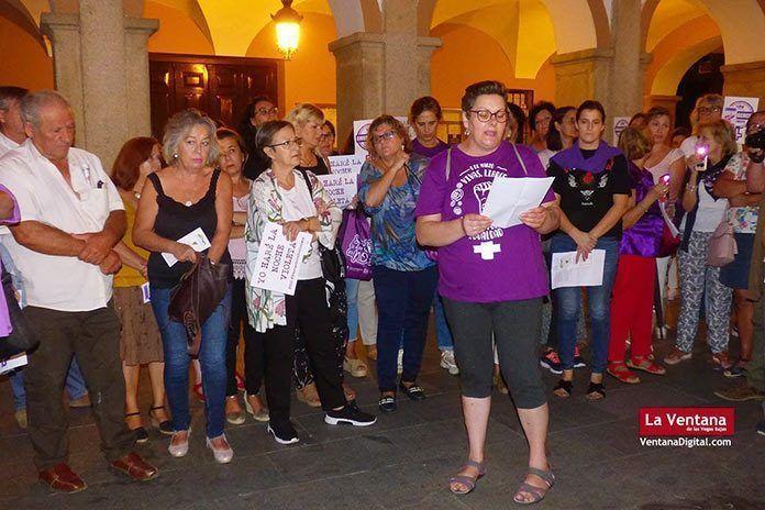 FOTOS Noche Violeta en Montijo