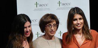María Platero y Ana Carmen Barquero expusieron los servicios de la AECC en las XII Jornadas de Prevención y cómo enfrentarse al cáncer, que organiza la junta local de la AECC en Montijo