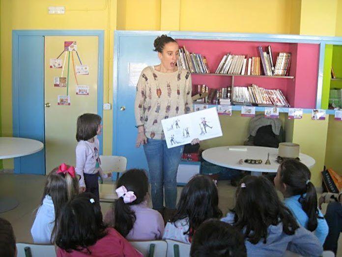 Rebeca Martín Unpuntocurioso en la Biblioteca de Valdelacalzada