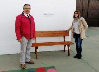 """""""Banco de la amistad"""", para que ningún niño se sienta solo en el Colegio Santo Tomás de Montijo"""