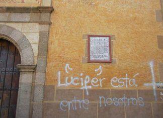 Vandalismo: pintadas en el Convento de Santa Clara de Montijo