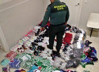 La Guardia Civil de Talavera la Real interviene 250 artículos deportivos que imitaban a diferentes marcas registradas