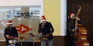 VÍDEOS y FOTOS: Concierto de Swing Ton Ni Song en Montijo