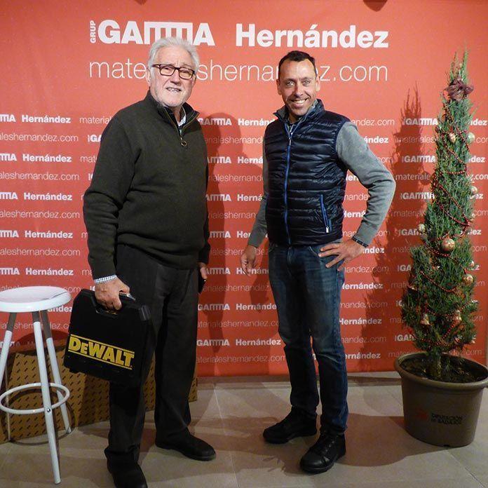 Antonio Cabeza, de Gaudex, recoge el premio de Materiales Hernandez Gamma en Montijo