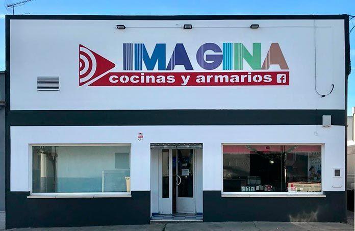 Fachada de las instalaciones de Imagina cocinas y armarios, en Ronda del Valle 20, en Montijo.