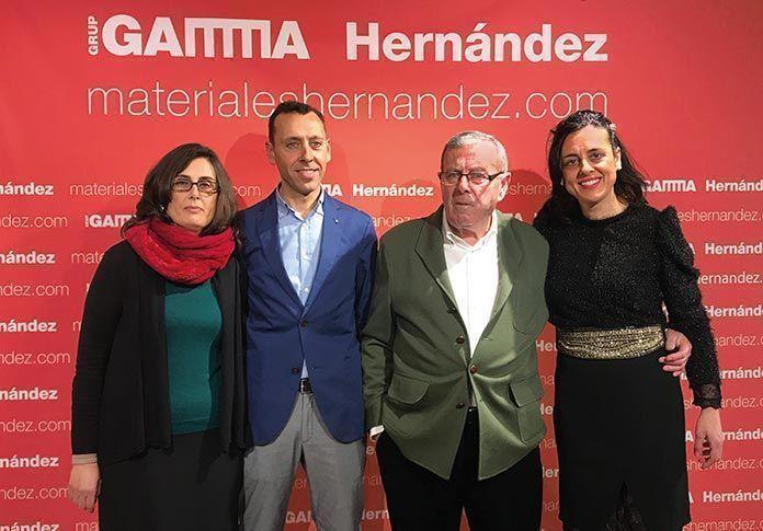 Dos generaciones de la empresa Materiales Hernández: el fundador, Manuel Hernández Gutiérrez, y sus hijos Lali, Manuel Alejandro e Inés Hernández Coronado.