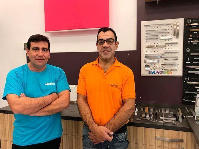 Máximo Sánchez y Sergio Delgado, profesionales de Imagina cocinas y armarios Montijo
