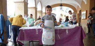 Taller infantil de decoración de delantales en Montijo