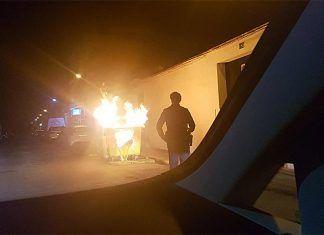 Contenedor quemado en Montijo