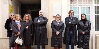Los abogados se concentran a las puertas del Juzgado de Montijo para pedir un turno de oficio digno