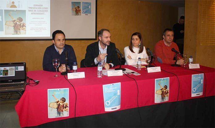 Educación presentó en Montijo las guías para el aprendizaje de la lectoescritura y para la promoción de la salud mental educativa