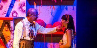 """La obra """"El hilo rojo del destino: el viaje de Violeta"""" se representa en Puebla de la Calzada."""