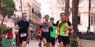 FOTOS Media Maratón de Montijo, paso por la Plaza de España
