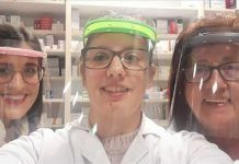 Los colectivos de Valdelacalzada especialmente expuestos al coronavirus ya han recibido sus pantallas faciales