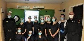 El Ayuntamiento de Valdelacalzada dona batas de proteccion al Hospital de Merida