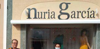 El Centro de Salud de Montijo-Puebla recibe equipos de protección confeccionados por Nuria García con material donado porSuministros Montijo