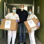 El Ayuntamiento de Valdelacalzada entrega batas impermeables al Centro de Salud de Montijo-Puebla y a dos residencias de Montijo