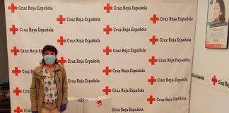 Izquierda Unida dona aceite de oliva producida en Montijo a Cruz Roja
