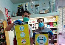 FOTOS: Comerciantes de Barbaño reciben cartelería informativa contra la COVID-19 de Ventana Digital