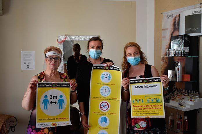 FOTOS: Comerciantes de la Garrovilla reciben cartelería informativa contra la COVID-19 de Ventana Digital