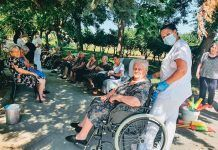 FOTOS: Fiesta del agua en la Residencia de Mayores Virgen de Barbaño de Montijo