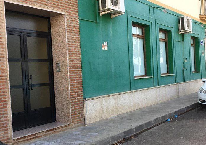 Una mujer, herida grave tras precipitarse desde un edificio en Montijo