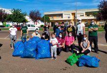 FOTOS: Voluntarios de Adenex recogen 140 kilos de basura en Puebla de la Calzada