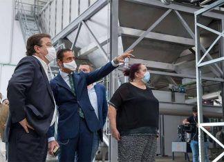 Fernández Vara inaugura la almazara Olivamente en Lobón