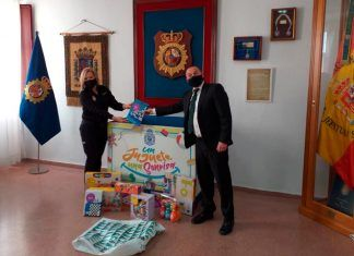 """""""Un juguete una sonrisa"""", de la Llamando a la Puerta de la Esperanza, en la Jefatura Superior de Policía"""